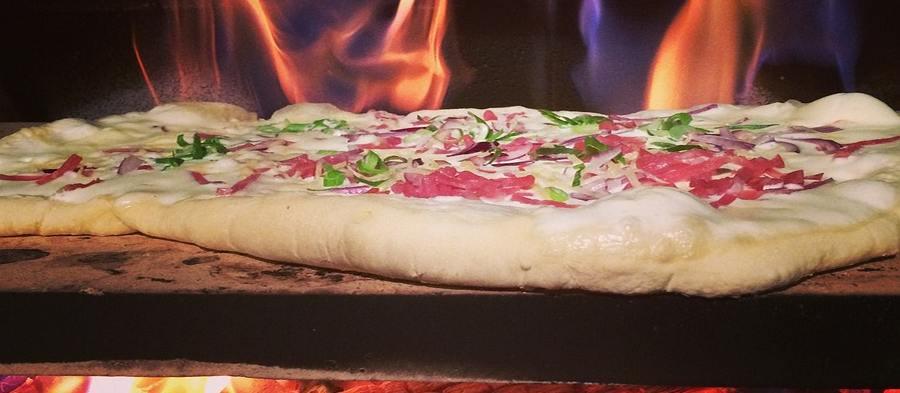 Les avantages du four à bois pour cuire des pizzas ou du pain
